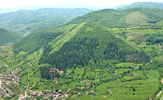 bosanska_piramida_sunca_visoko.jpg